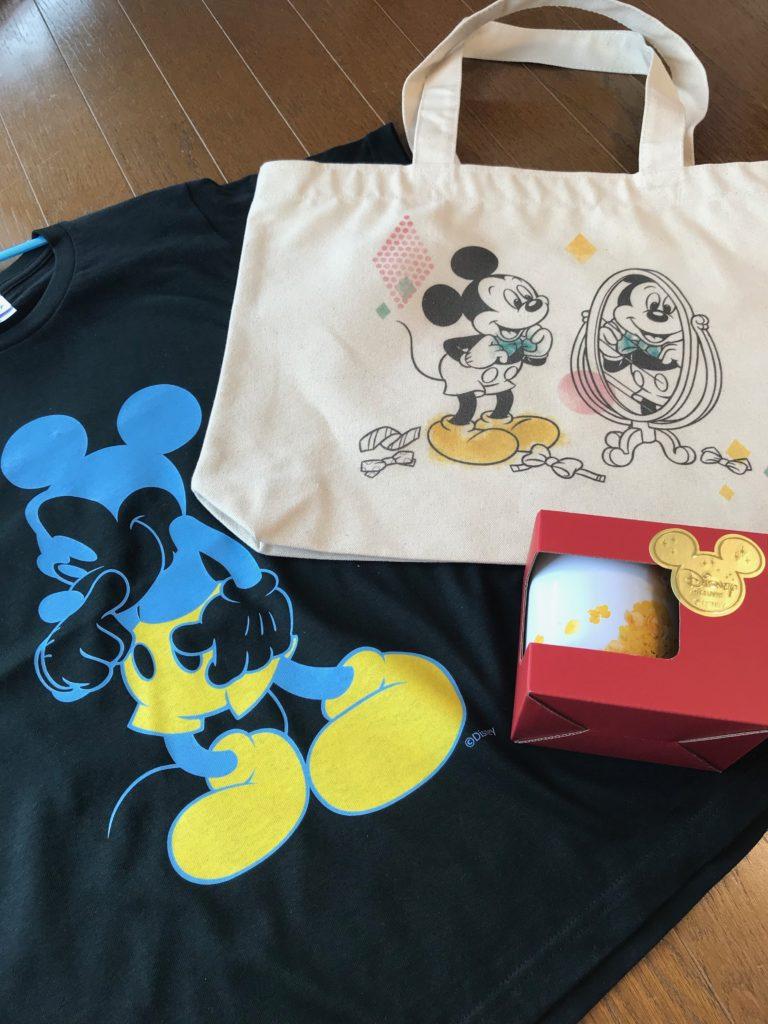 Disney Deluxeの限定グッズ、マグカップ、トートバッグ、Tシャツ
